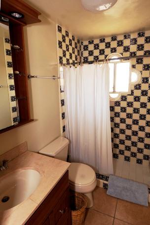 42Picudas main bathroom