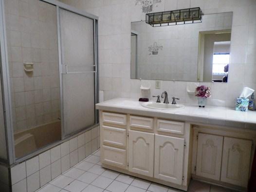 LaDulceVida-2nd-floor-master-bath2