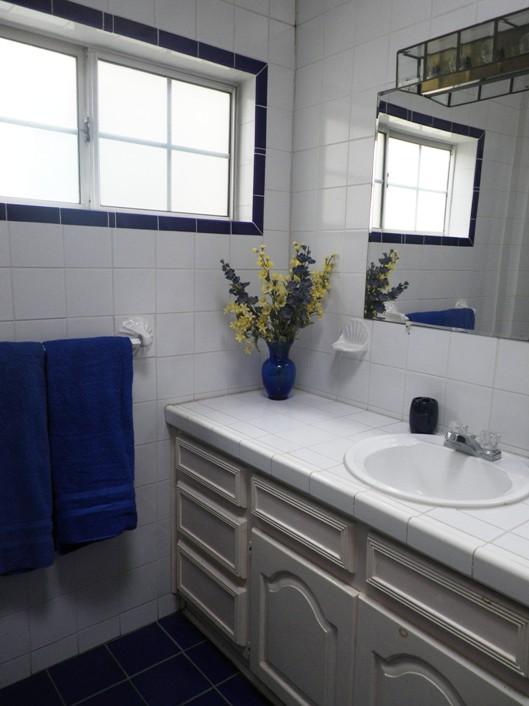 ladulcevida-2ndfloorbedroombathroom